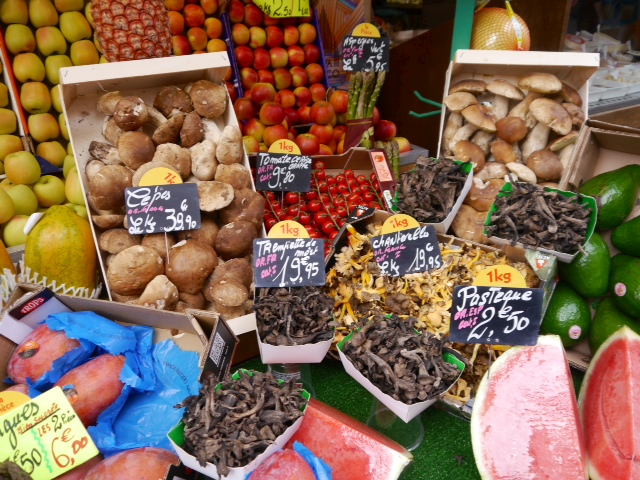 Rue de l'Annonciation and Marche de Passy, truffles 4